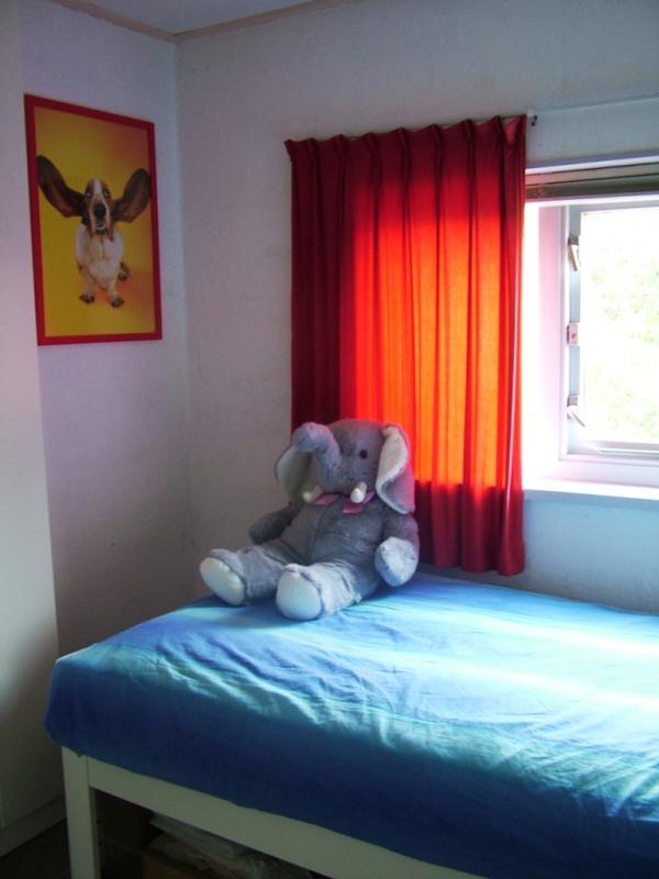 Huis te koop - Scheiden een kamer door een gordijn ...